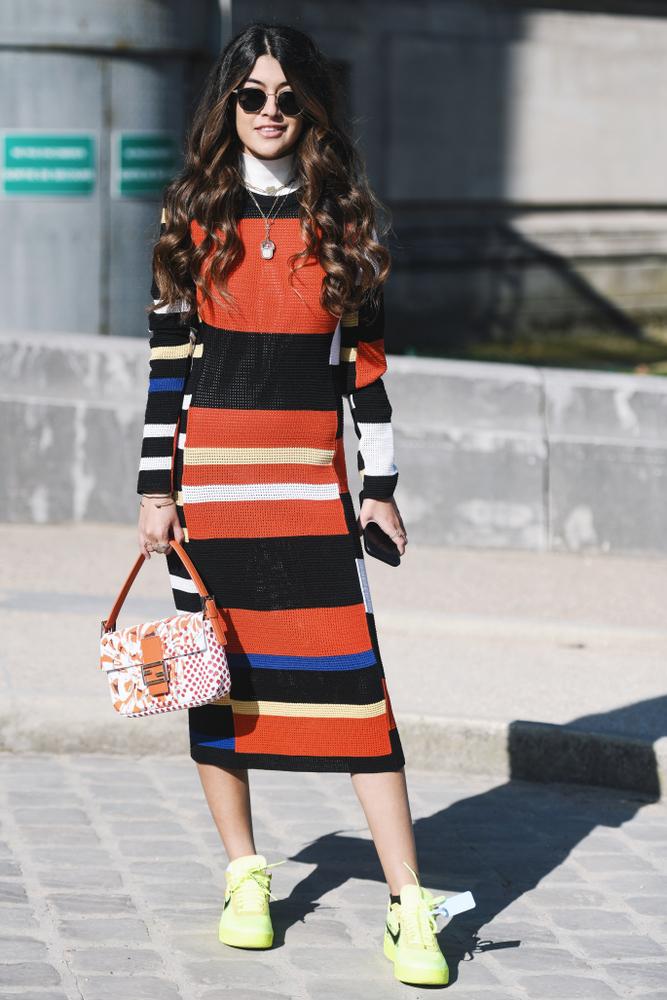 Abito Color Block a righe verticali nere, bianche e arancio