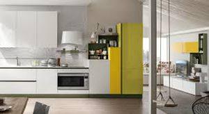 Particolare di cucina nei toni del bianco e giallo lime